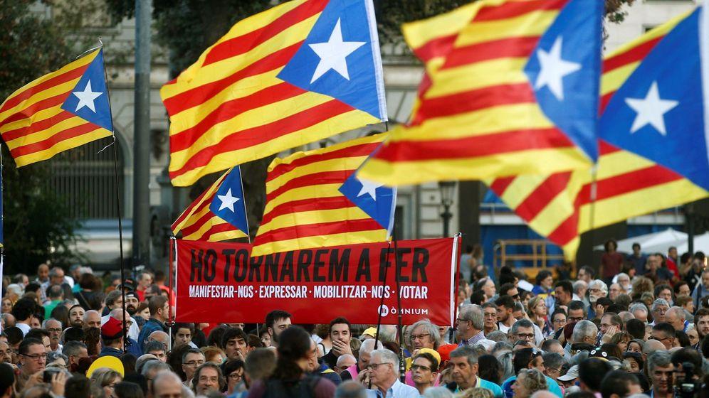 Foto: Manifestación en Barcelona convocada por la ANC con motivo del segundo aniversario del 1-O. (EFE)