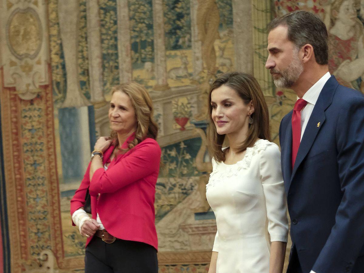 Foto: Los Reyes, junto a la infanta Elena. (Getty)