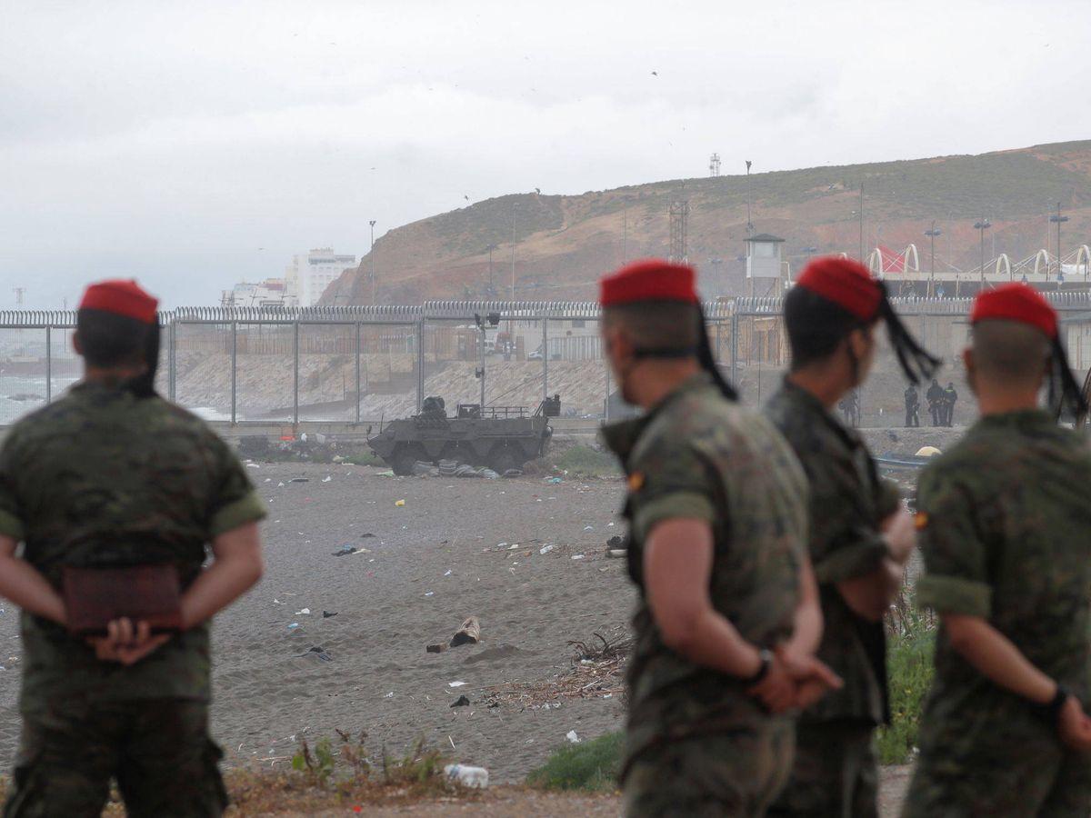 Foto: Soldados españoles en el Tarajal. (Reuters)
