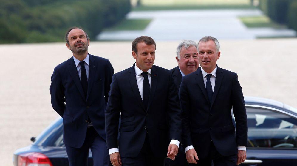 Foto: El presidente francés, Emmanuel Macron, flanqueado en julio por el primer ministro, Edouard Philippe (izquierda), el presidente del Senado, Gerard Larcher, y el entonces presidente de la Asamblea, François de Rugy, ahora nuevo ministro de Ecología. (EFE)