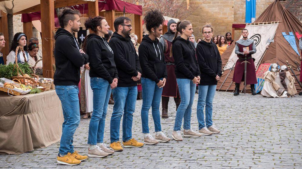 Foto: Los concursantes de 'MasterChef', en Olite. (TVE)