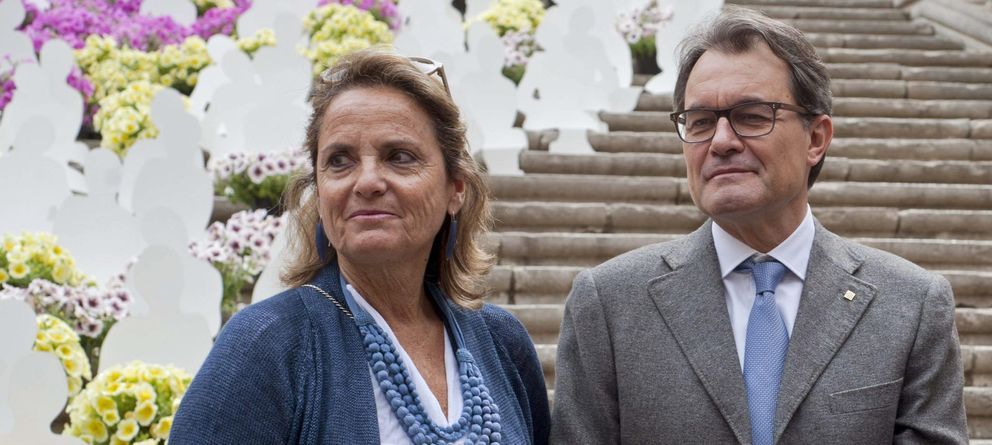 Foto:  El presidente de la Generalitat, Artur Mas, acompañado de su esposa, Helena Rakosnik. (Efe)