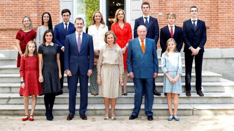 Los Reyes eméritos, con todos sus hijos y sus nietos por el 80º cumpleaños de la reina Sofía. (Casa Real)