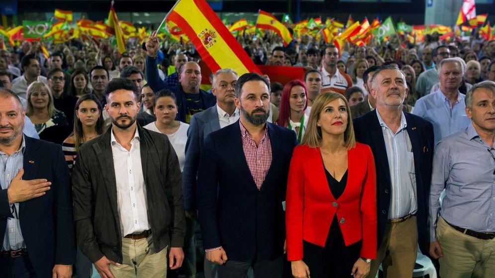 Foto: Santiago Abascal, Patricia Rueda, José Enrique Lara y Rubén Manso, en un mitin del pasado 20 de octubre en Málaga. (EFE)