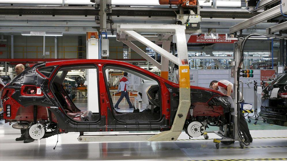 Foto: Un trabajador de la planta de Seat en Martorell. (Reuters)