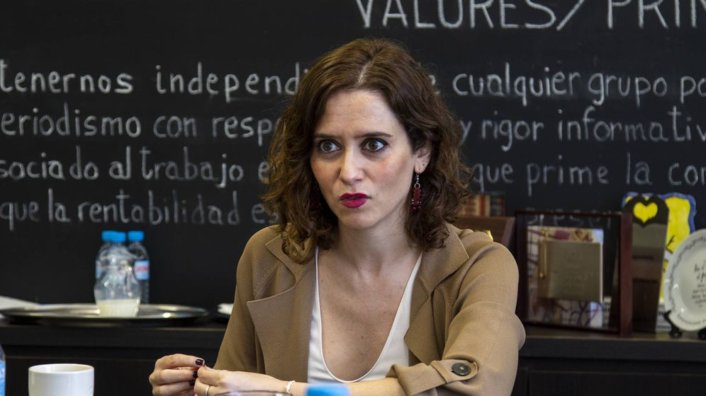 Foto: Isabel Díaz Ayuso, en un momento de la entrevista en El Confidencial. (Patricia Seijas)