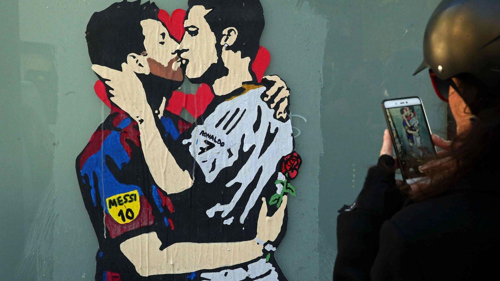 Foto: Un grafiti en Barcelona muy romántico. (EFE)