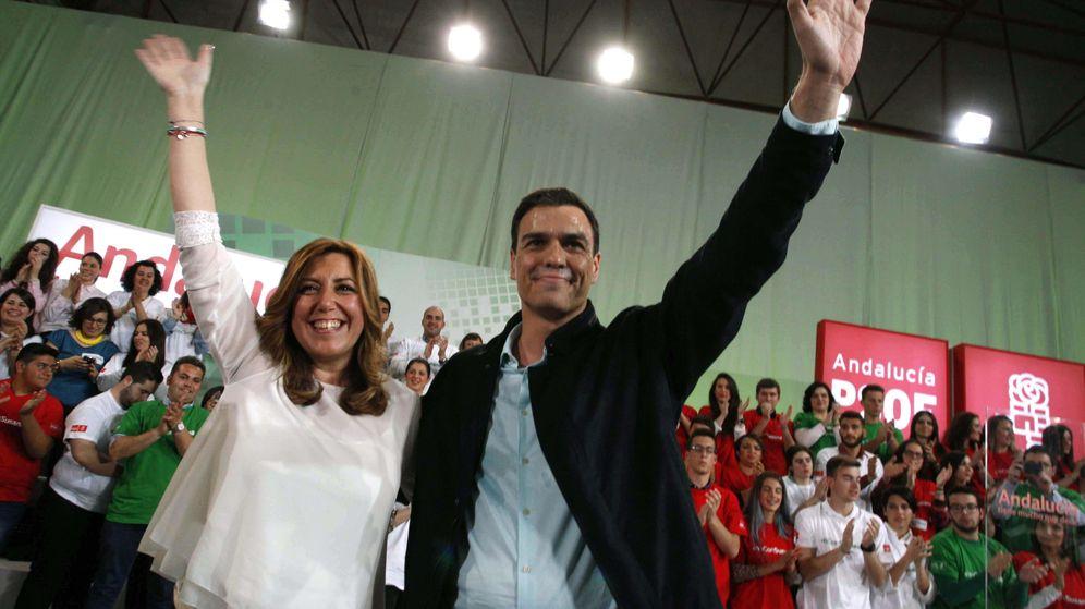 Foto:  El secretario general del PSOE, Pedro Sánchez, junto a Susana Díaz. (Efe)