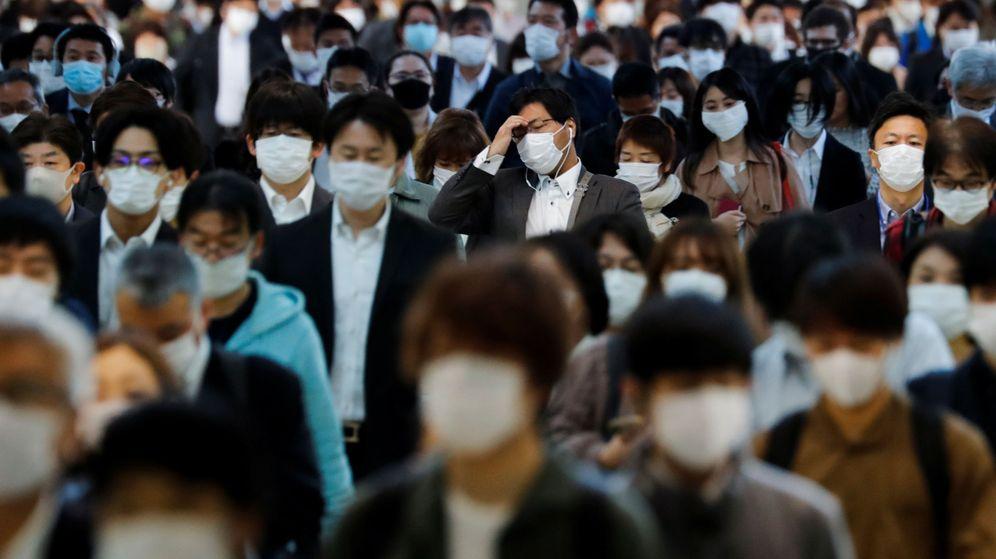 Foto: Ciudadanos con mascarilla en Tokio, Japón. (Reuters)