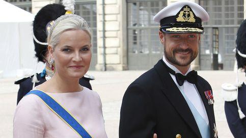 La frialdad entre Haakon y Mette-Marit de Noruega desata los rumores de crisis