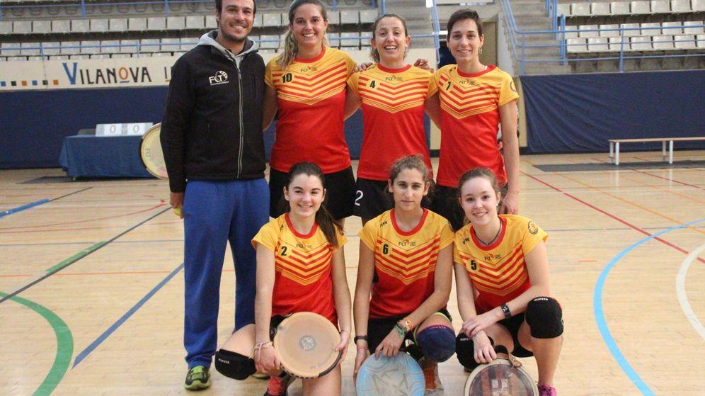 Foto: Selección catalana femenina de tamburello. (Federació Catalana de Tamborí)