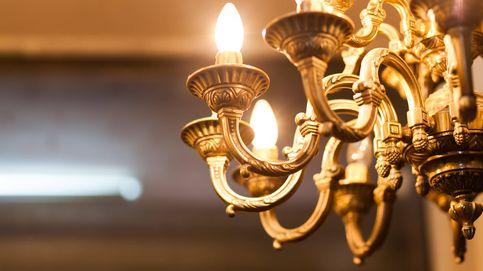 La curiosa historia de una mujer que mantiene una relación con una lámpara