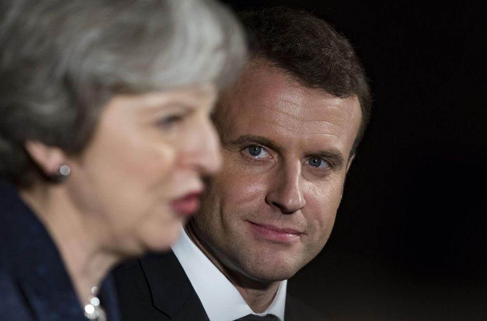 Foto: La primera ministra británica, Theresa May, y el presidente francés, Emmanuel Macron, asisten a una recepción, el 18 de enero, en el Museo de Victoria y Alberto, en el centro de Londres. (EFE)