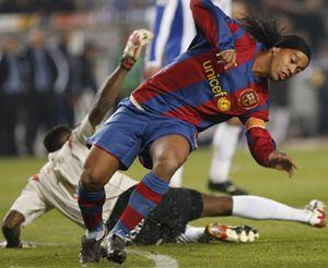 Cruyff aplaude la suplencia de Ronaldinho