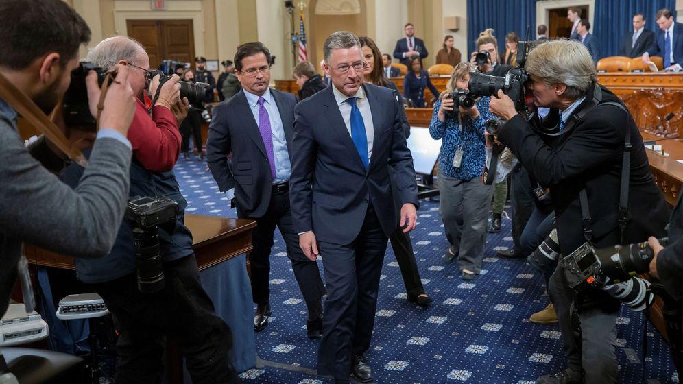 Foto: El exrepresentante estadounidense para Ucrania Kurt Volker sale tras dar su testimonio en el 'impeachment' contra Trump. (EFE)