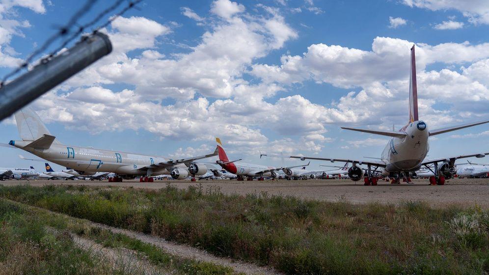 Foto: Cientos de aviones de diferentes aerolíneas internacionales permanecen estacionados en el aeropuerto de Teruel. (EFE)