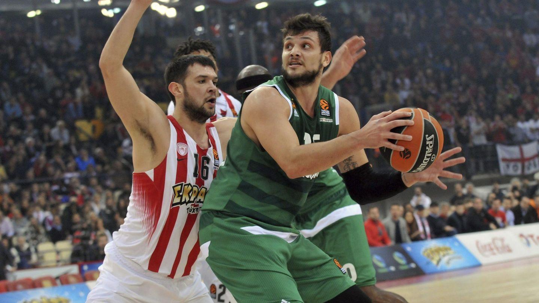 En la temporada 2016-2017, Gentile jugó en tres equipos, entre ellos el Panathinaikos. (EFE)