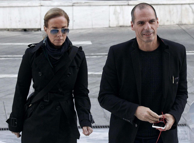 Foto: El ministro de Economía griego, Yanis Varufakis, y su esposa, la artista y fotógrafa Danae Stratou (Reuters)