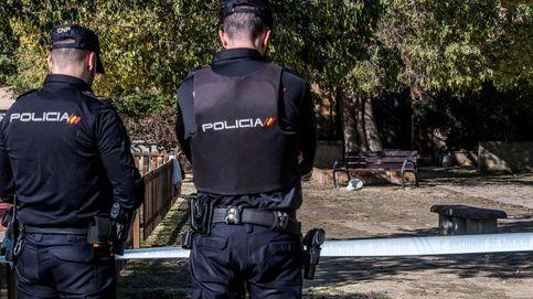 Una mujer, en estado grave después de que un hombre le prendiera fuego en un parque