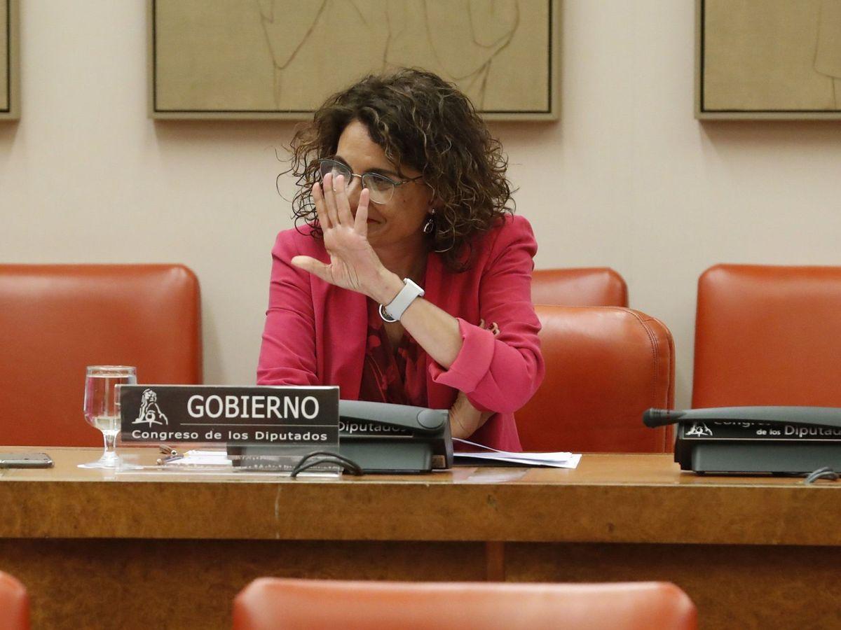 Foto: La ministra de Hacienda, María Jesús Montero, comparece en comisión parlamentaria para explicar el decreto de remanentes municipales. (EFE)