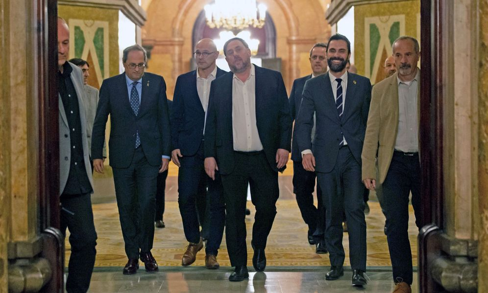 Foto: Los exconsellers presos comparecen ante la comisión del Parlament del 155. (EFE)
