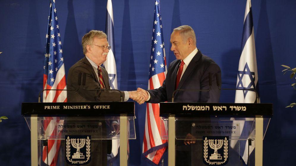 Foto: John Bolton estrecha la mano del primer ministro israelí Benjamin Netanyahu en Jerusalén. (EFE)