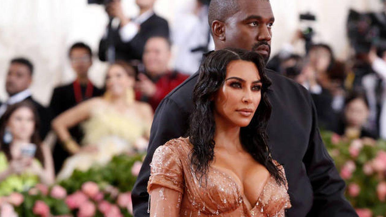 Kim Kardashian y Kanye West, en la gala del MET. (Reuters)