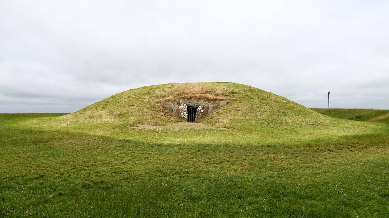 Entierros bajo las colinas: el resurgimiento de una práctica prehistórica en pleno siglo XXI