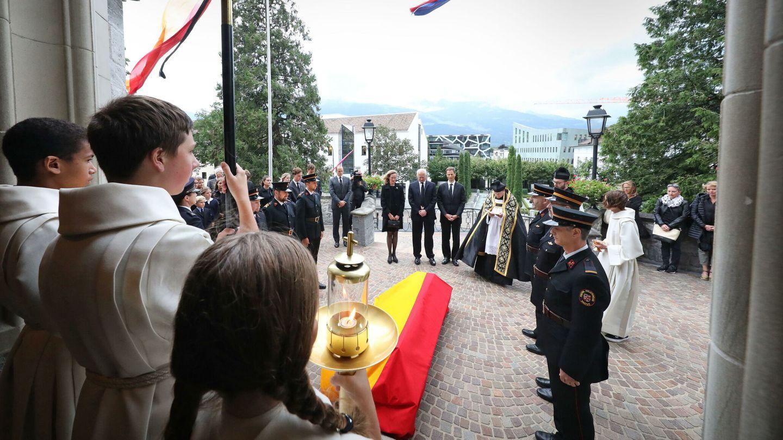 La llegada del cortejo fúnebre al templo. (EFE)