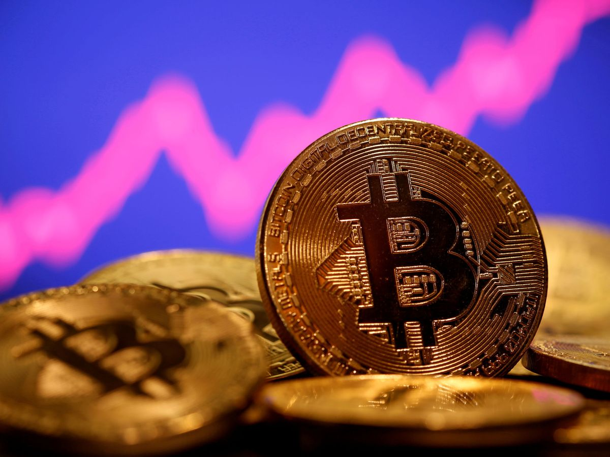 Foto: Representación del bitcóin. (Reuters)