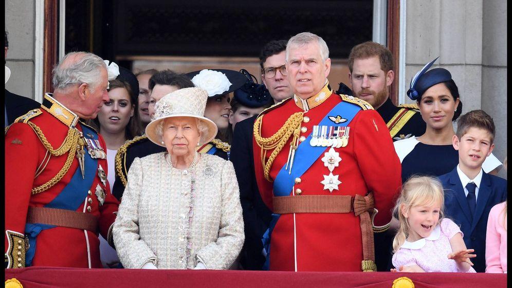 Foto: El príncipe Andrés junto a la familia Real británica. (Cordon Press)