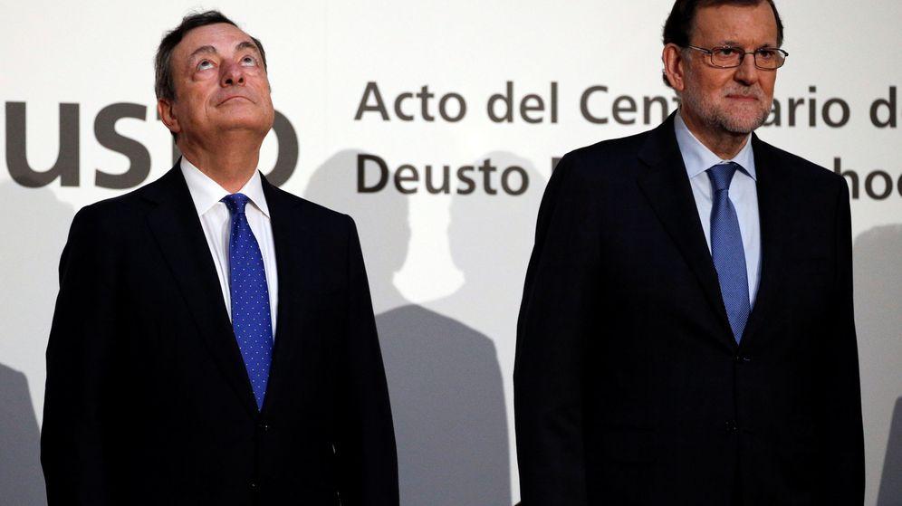 Foto: El presidente del Banco Central Europeo, Mario Draghi, junto al presidente del Gobierno español, Mariano Rajoy. (Reuters)