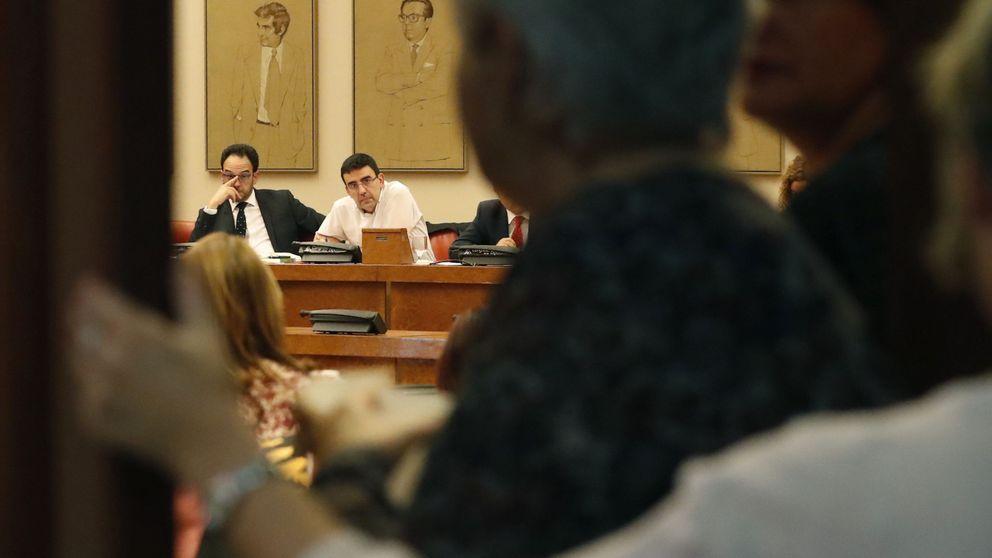 La gestora sigue firme en la abstención total pese a la división dentro del PSOE