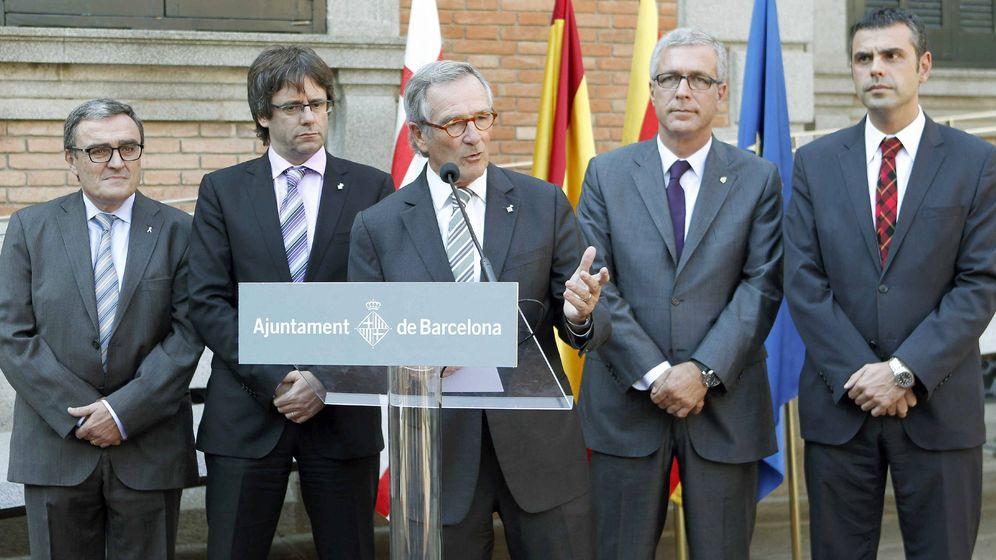 Foto: Xavier Trias hablando junto a Puigdemont. (EFE)