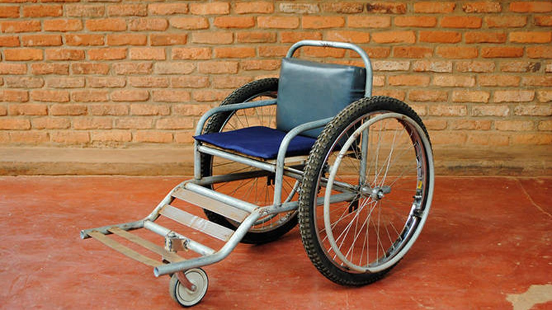 Fotogaler a sillas de ruedas recicladas en ruanda - Minos sillas de ruedas ...