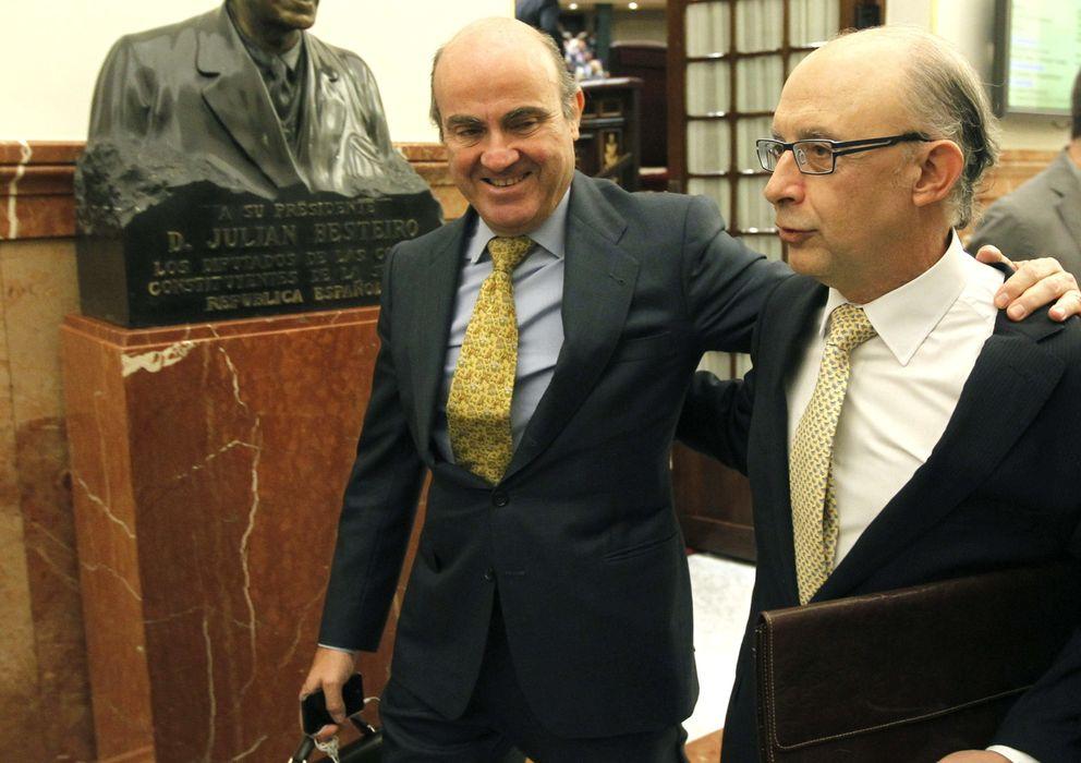 Foto: El ministro de Economía, Luis de Guindos (i) y el titular de Hacienda, Cristóbal Montoro (Efe)