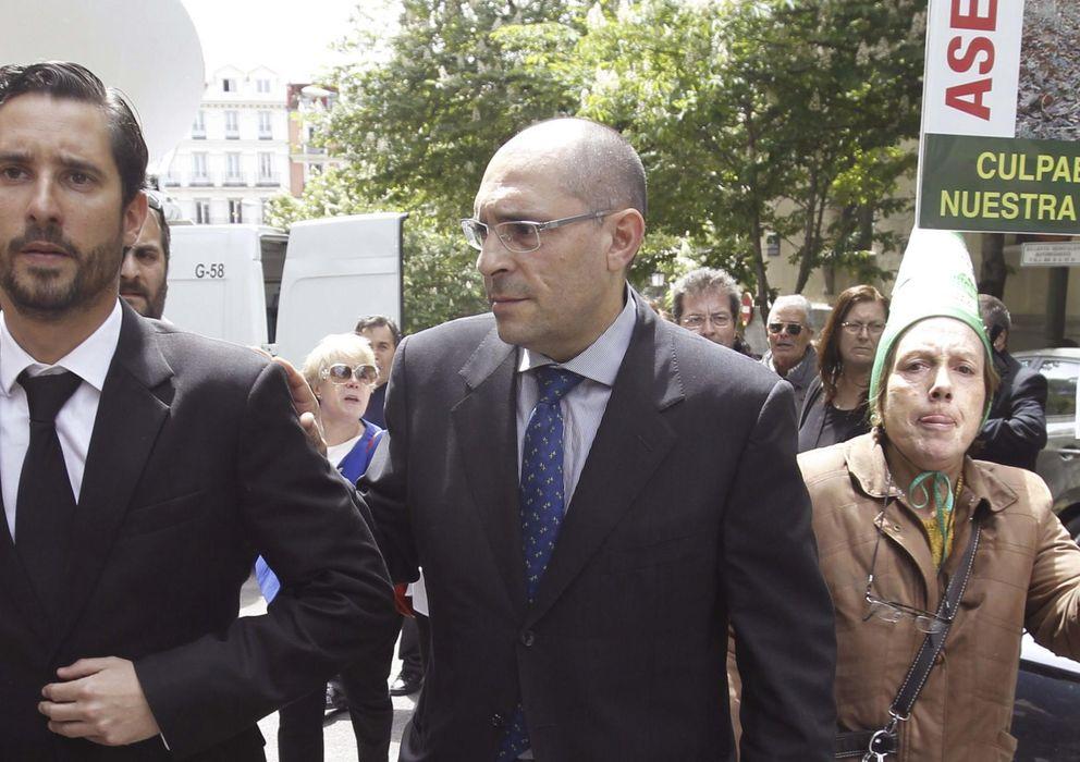 Foto: El magistrado Elpidio José Silva (c) a su salida del Tribunal Superior de Justicia de Madrid (Efe)