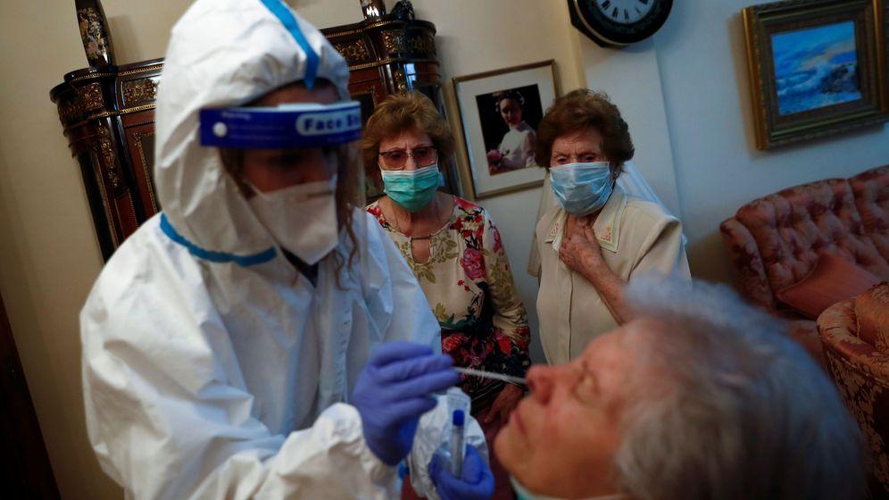 Foto: Prueba PCR en un domicilio (Reuters)