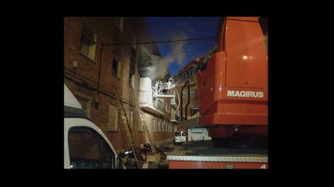 14 intoxicados por humo de un incendio en un piso lleno de basura en Madrid