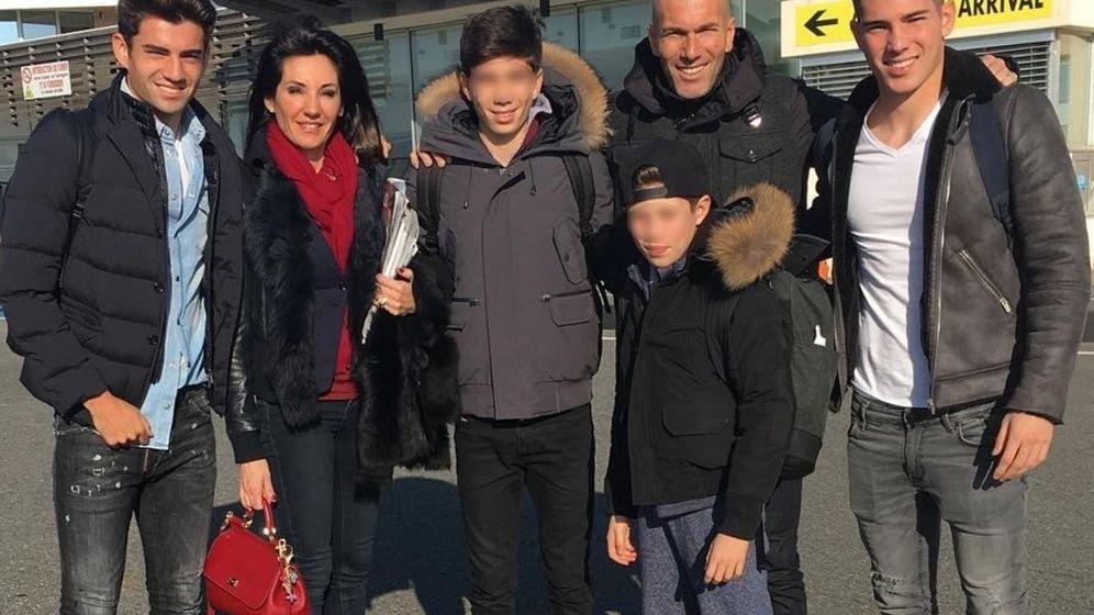 Foto: La familia Zidane Fernández al completo: Enzo, Véronique, Theo, Elyaz, Zinedine y Luca