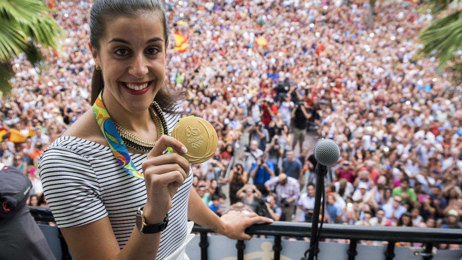 Foto: Carolina Marín celebra su oro en Huelva.
