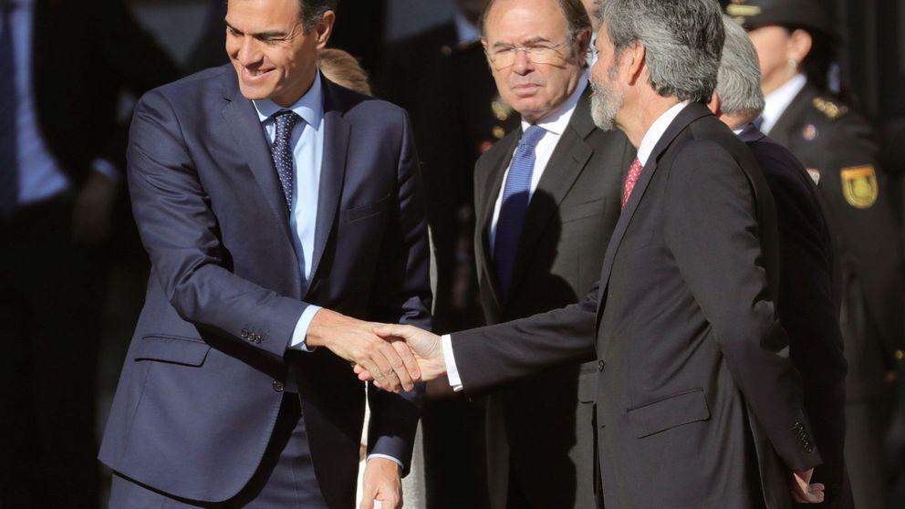 Sánchez insiste en ocupar el espacio del centro con PP y Cs escorados por Vox