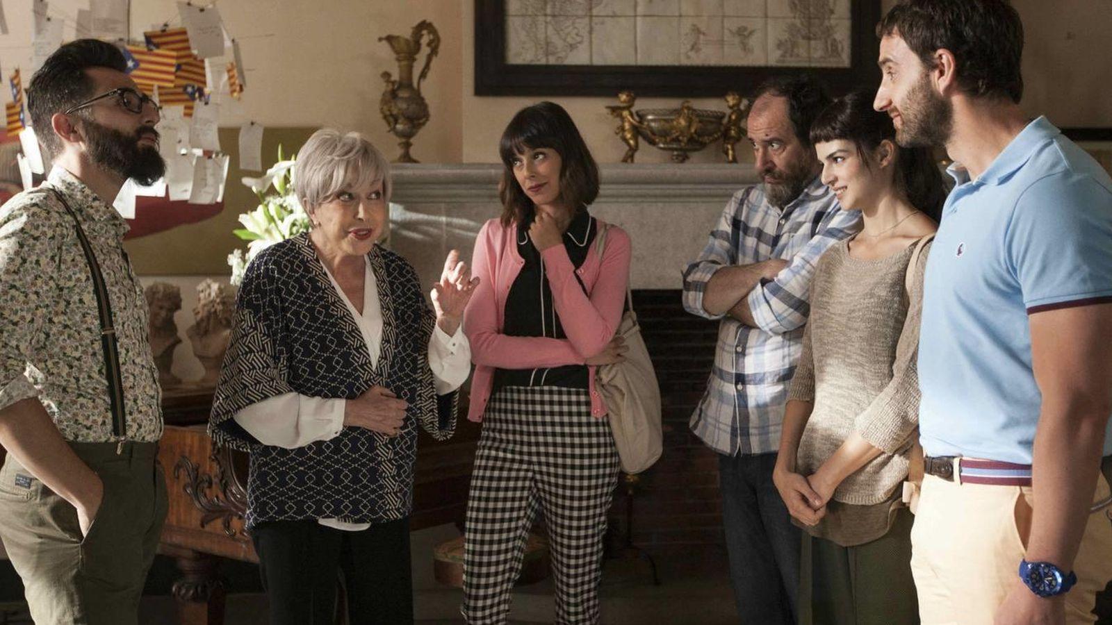 Foto: El principal elenco de 'Ocho apellidos catalanes' en una escena de la película.