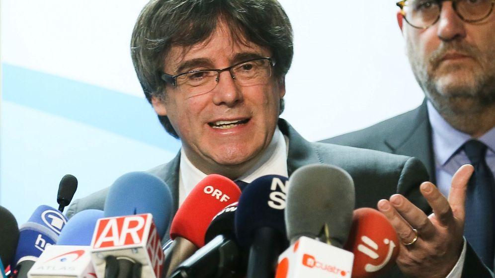 Foto: Puigdemont propone a Rajoy reunirse fuera de España. (EFE)