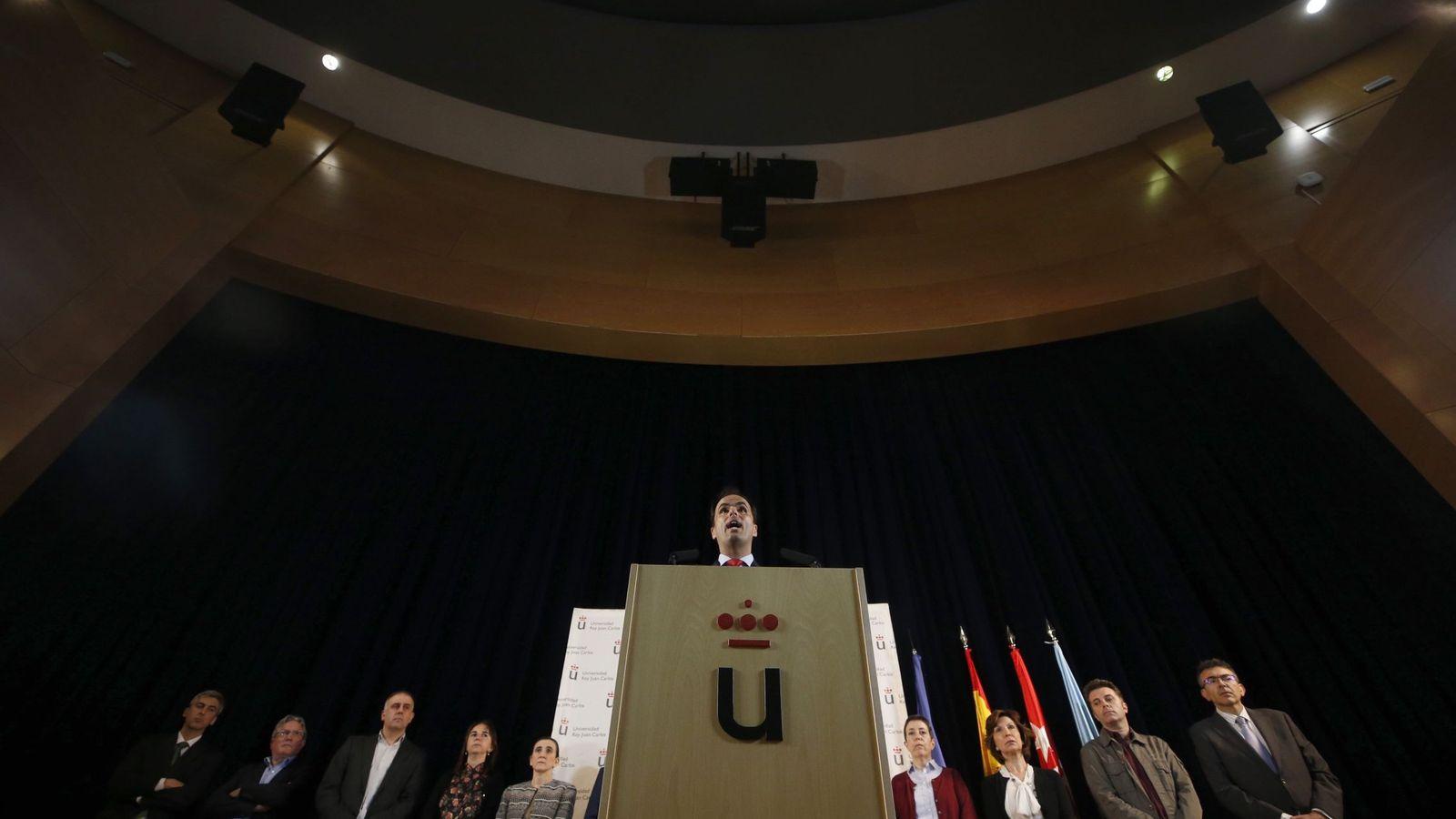 Foto: El actual rector de la URJC, Javier Ramos, en rueda de prensa tras estallar el caso máster.