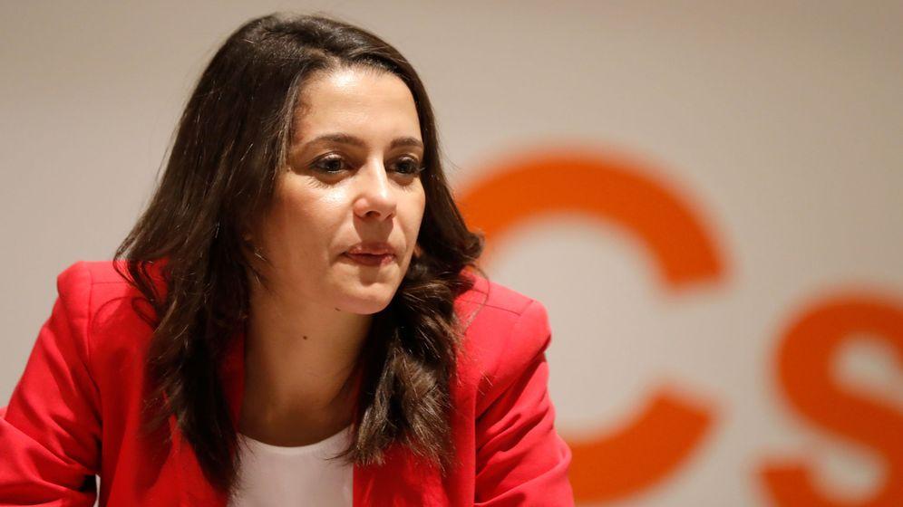 Foto: La candidata a la presidencia de la Generalitat Inés Arrimadas, durante la rueda de prensa tras la reunión del comité ejecutivo. (Reuters)