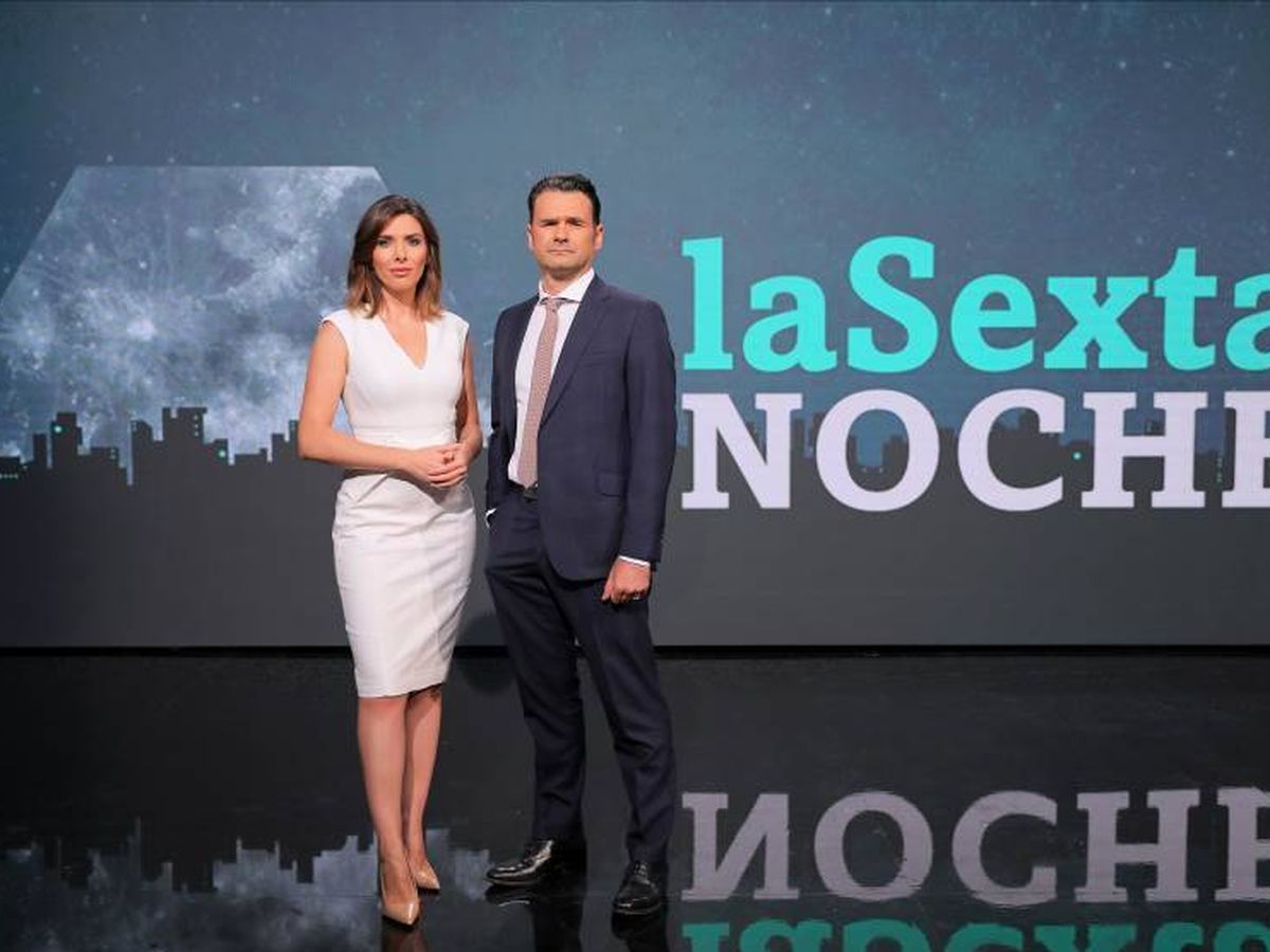 Foto: Verónica Sanz e Iñaki López, en el paltó de 'La Sexta noche'. (Atresmedia).