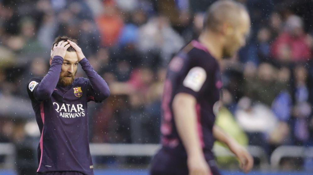 Foto: Messi se lleva las manos a la cabeza, este domingo, en Riazor.