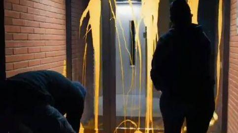 Arran vuelve a señalar a Llarena y pinta de amarillo su casa de Sant Cugat