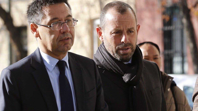 Josep María Bartomeu junto a Sandro Rosell. (EFE)